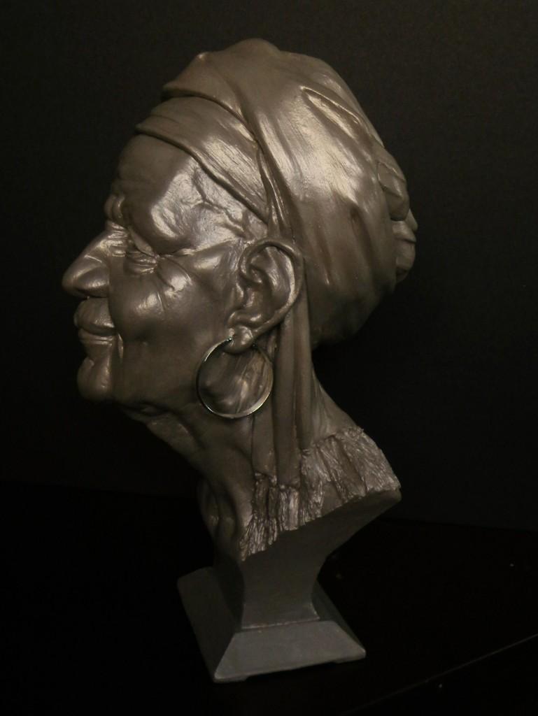 Mrs.Haiti, Resin